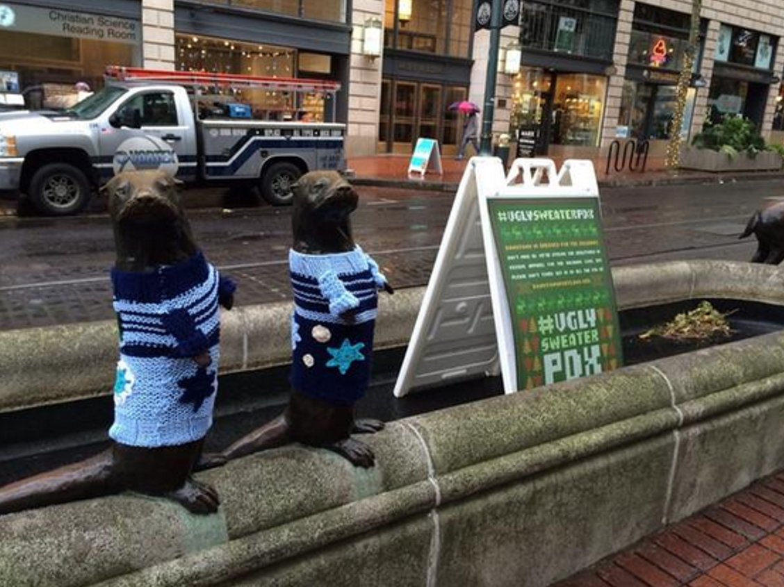 Holiday crafters yarn bomb portland statues the oregon for Holiday craft fairs portland oregon