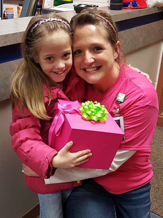 Teacher donates kidney to first-grader