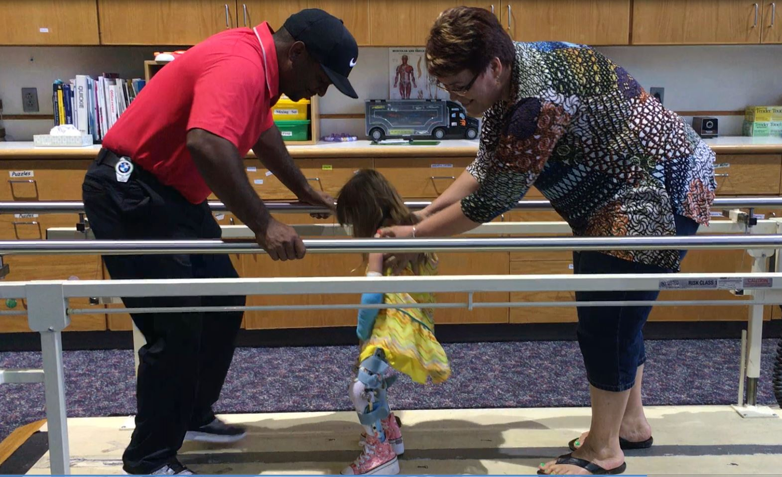 Alfonso Ribiero and 5-year-old girl with a joint disorderhave a dance-off
