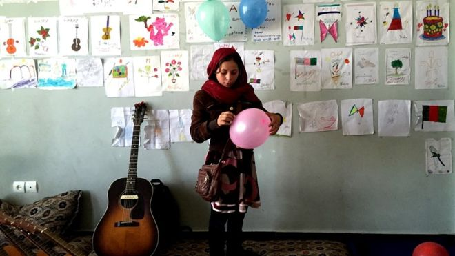 Rock musician creates guitar school for street children in Afghanistan
