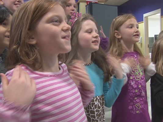 Students learn sign language to help hearing impaired classmate feel included