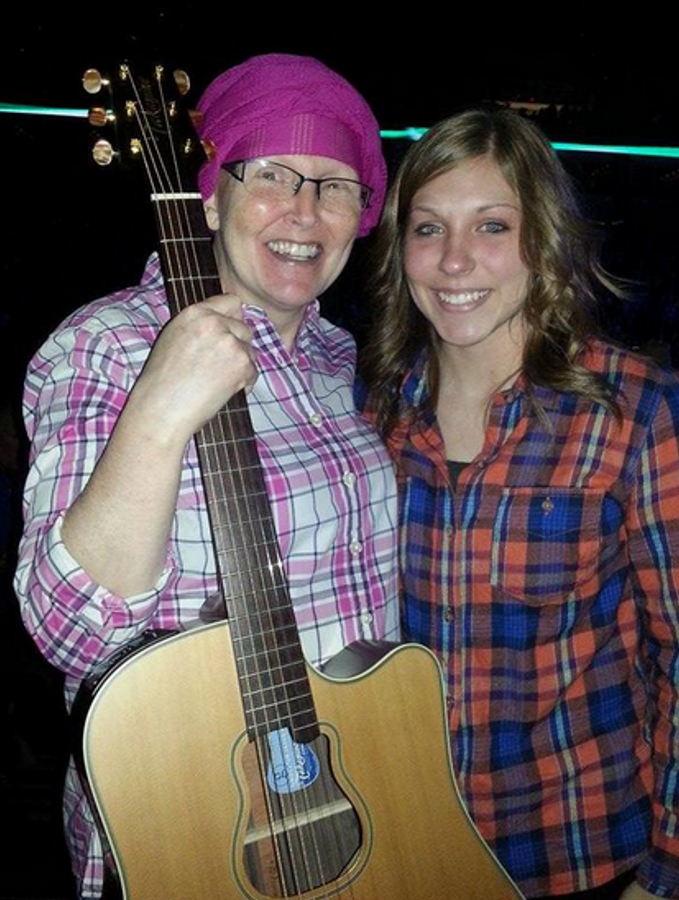 Garth Brooks gives guitar to cancer patient in audience