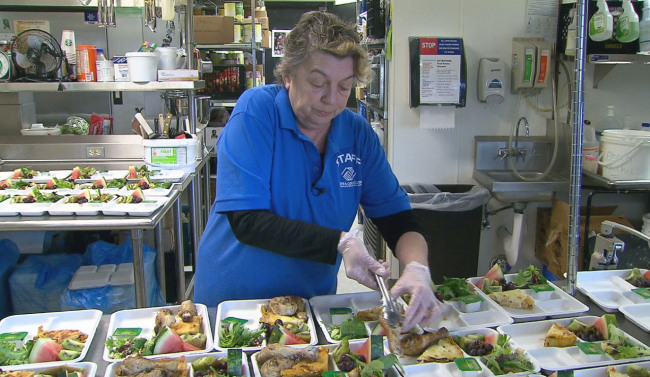 Chef leaves fine dining to 'give back' and cook for kids