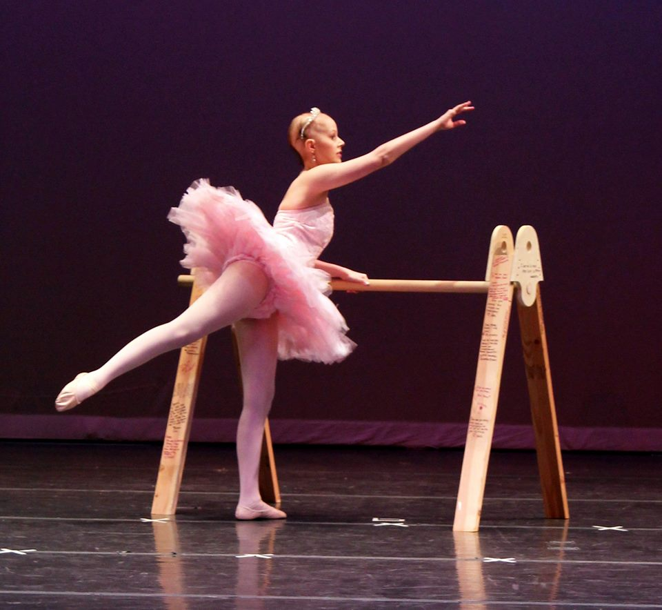 Ballerina returns to stage after tumor left her blind and paralyzed