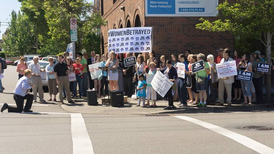 Hundreds gather in Beaverton to protest Planned Parenthood