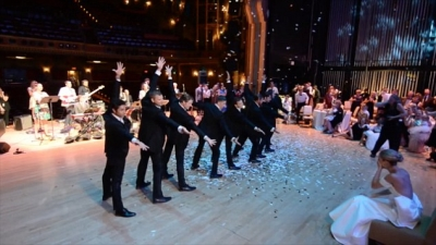 Professional dancer choreographs spectacular groomsmen's dance for his bride