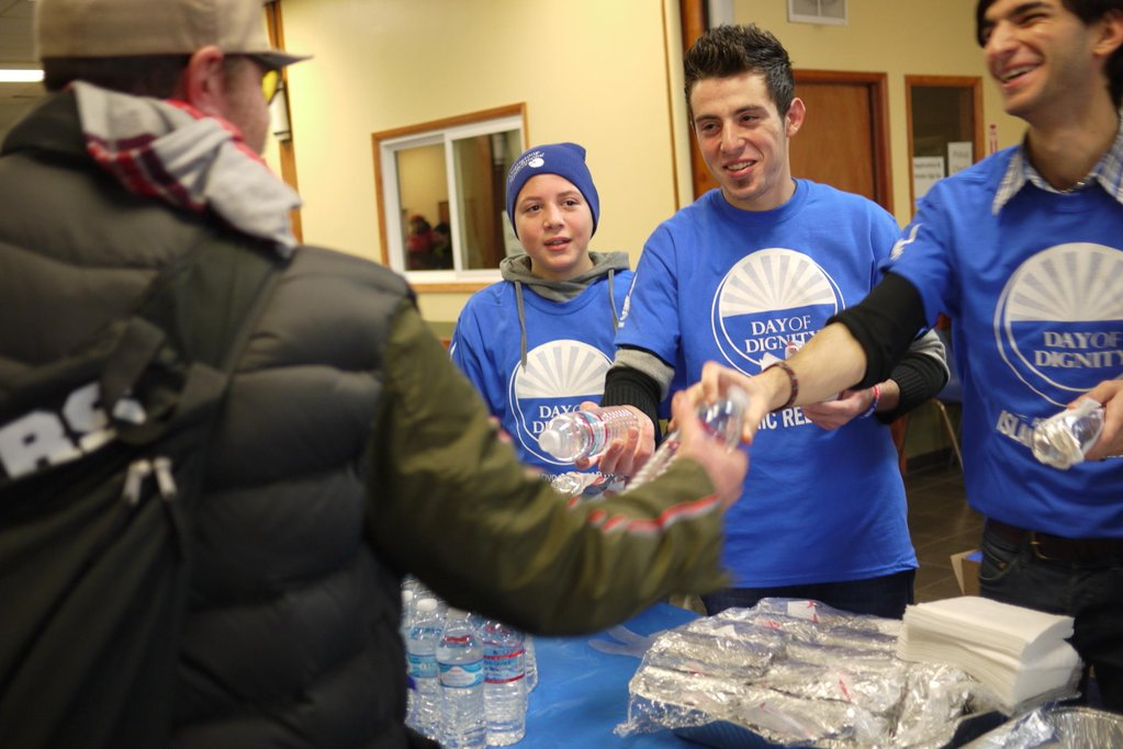 Teen Syrian refugees help the homeless in Seattle