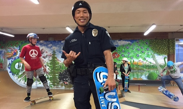 Bellevue cop builds trust and skateboarding skills