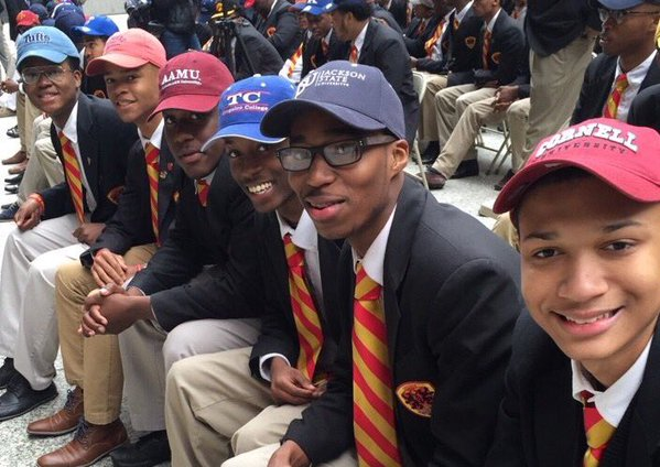 100 percent of seniors at Chicago school accepted and admitted to college