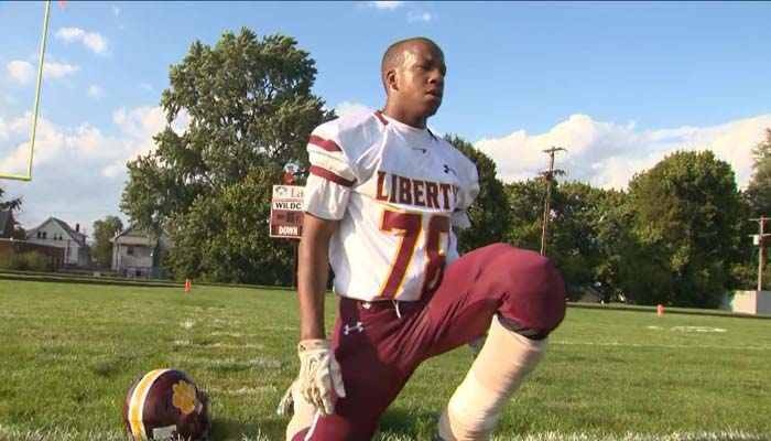 Ohio teen with prosthetic legs achieves dream of playing football