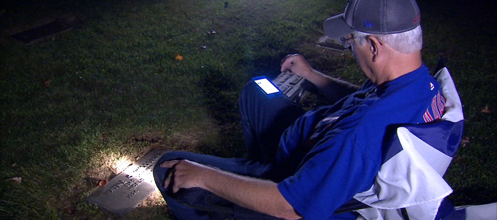 Man honors promise, drives over 600 miles to share World Series win with his father