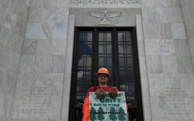 Loggers, farmers and ranchers protest HB 2020 at the Capital, show support for the 'Oregon Eleven'