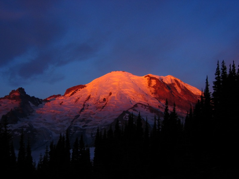 Climbers stranded for days on Mount Rainier rescued by helicopter